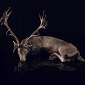 Скульптура «Спящий олень» из латуни