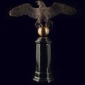 Статуэтка «Орёл» из латуни на пьедестале из змеевика