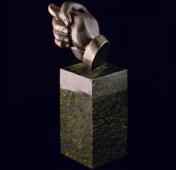 Статуэтка «Фига» из латуни на пьедестале из змеевика