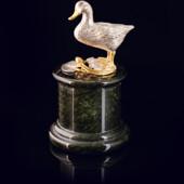 Композиция «Утка» из латуни на пьедестале из змеевика