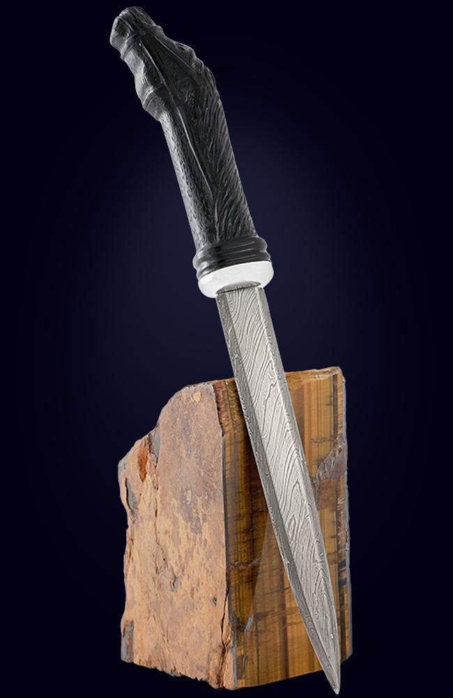 Нож с рукояткой из черного нефрита